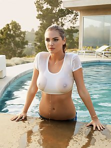 Bubble Tits Blonde Bitch Kate Upton Loves To Flashed Her Nude Body In Outdoor