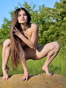 Dark Hair Hot Natural Girl Showing Her Naked Body near The Pond and in the Jungle