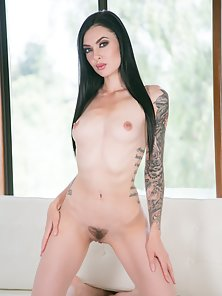 Tattooed Babe Marley Brinx Exposed Her Undress Figure on Camera