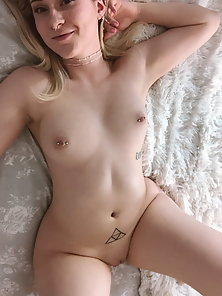 Lets do some hot pussy play - White girl getting naked