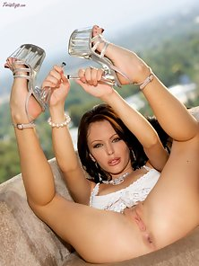 Hottest Jenna Presley Gets Huge Fingering On Couch