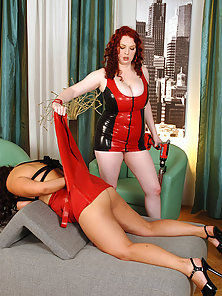 Red Headed and Bbw Emily and Mellied Drilling Pussy by a Gun Dildo