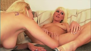 Plump lesbian blondes kiss and lick each other