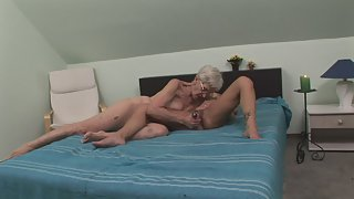Dirty old lesbians are having sex