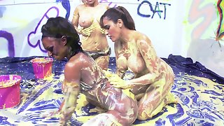 Three babes are having messy fun