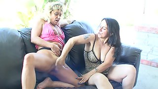 Two mature lesbian girl making each other cum hard